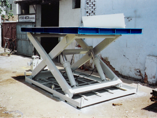 Scissor lift table